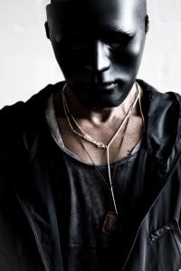 Tricky, englischer Musiker, trägt jetzt eine Maske