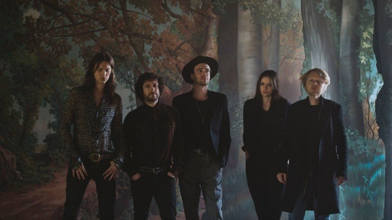 The Veils mit Mastermind Finn Andrews (Mitte)