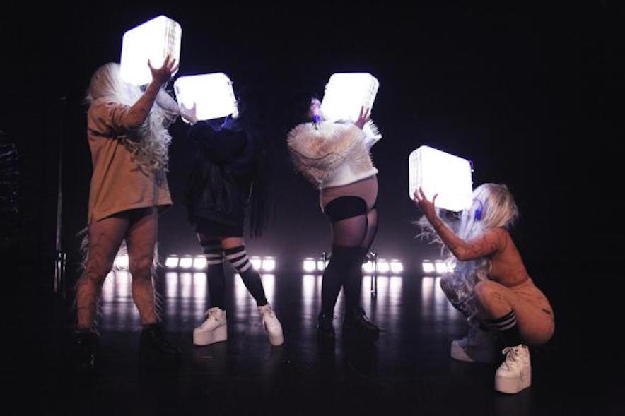 Henrike Iglesias, GRRRRL, Performance, theater, Feminismus, Sophiensaele, Berlin, 030, Magazin, Interview