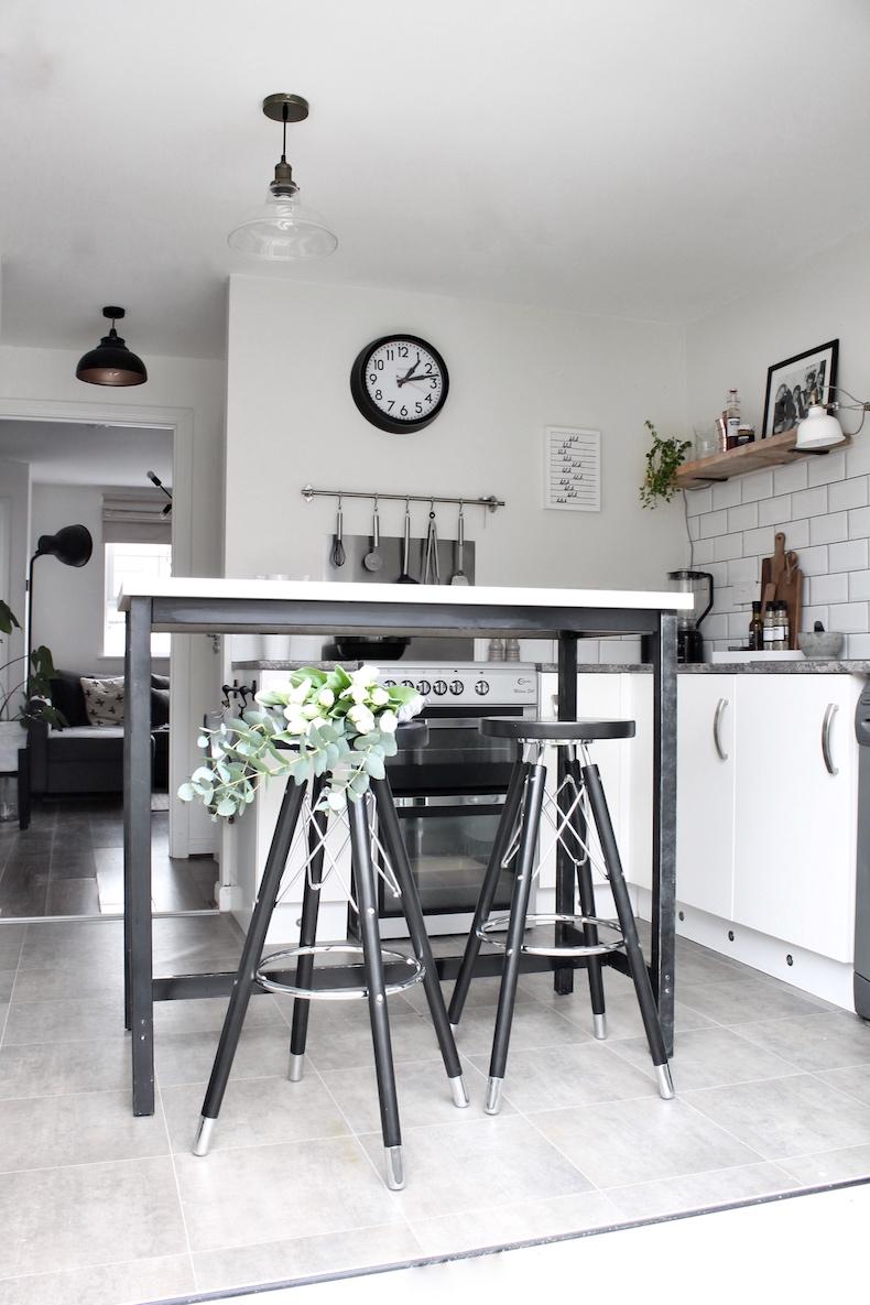 Cult Furnitures: Mit den Moda Barhockern neue Höhen erklimmen - [030]