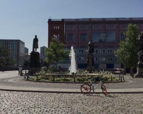 Mauer, Berlin, Umfrage, Skandal, Theater, Kunst. Umfrage, Mauerfall, Mauer, Berlin, Mitte, Staatsoper, Unter den Linden, Politik, 030, Berlin, Magazin