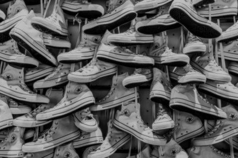 Kapitalismus, Wirtschaft, Geld, Schuhe, Sneaker, Converse, Berlin, 030, Magazin, 030magazin, Ausstellung, Credit CC Public Domain, Konsum