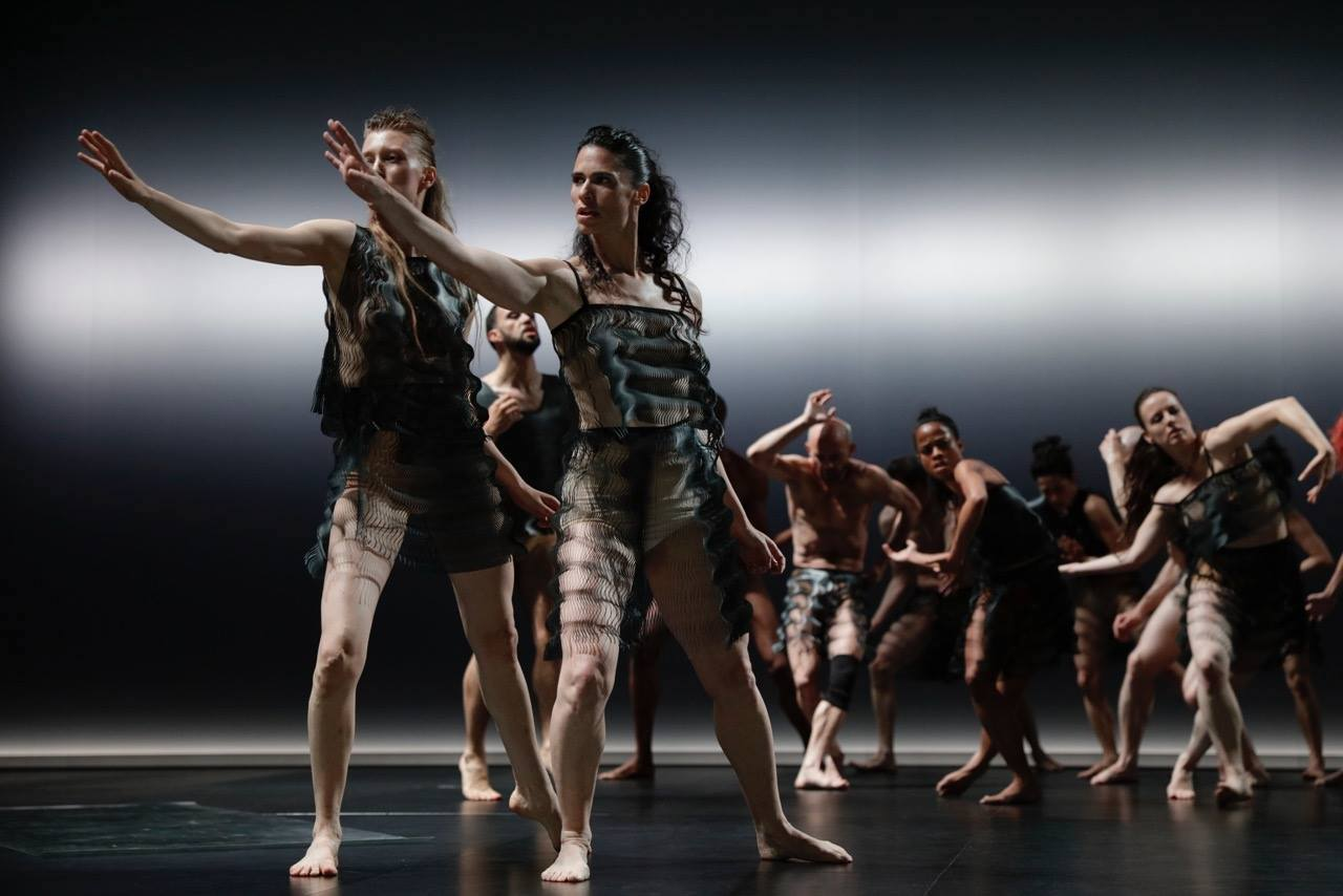 Sasha Waltz & Guests, Radialsystem, Tanz, Performance, Foto Annapaola Leso, Yael Schnell und Ensemble in »Kreatur« von Sasha Waltz © Luna Zscharnt