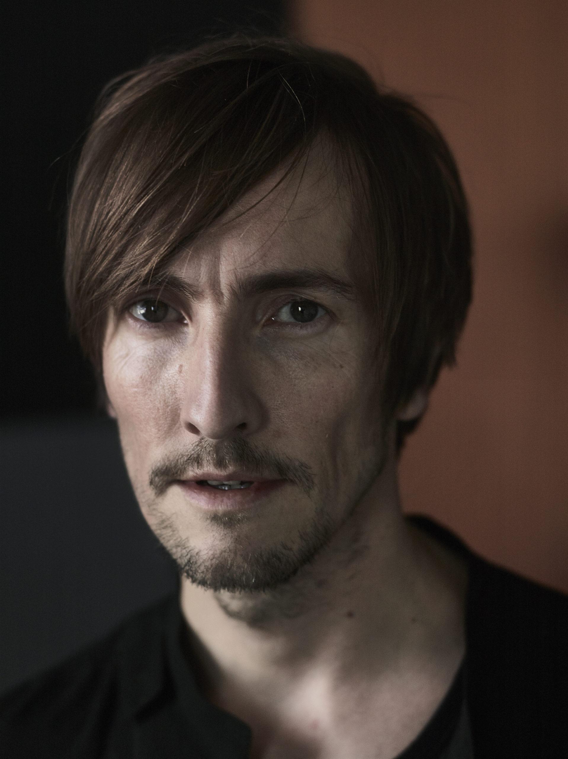 Helgi Jonsson, Singer, Folk