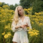 Billie Marten, Sommer, Blumen, Musik, Songwriter