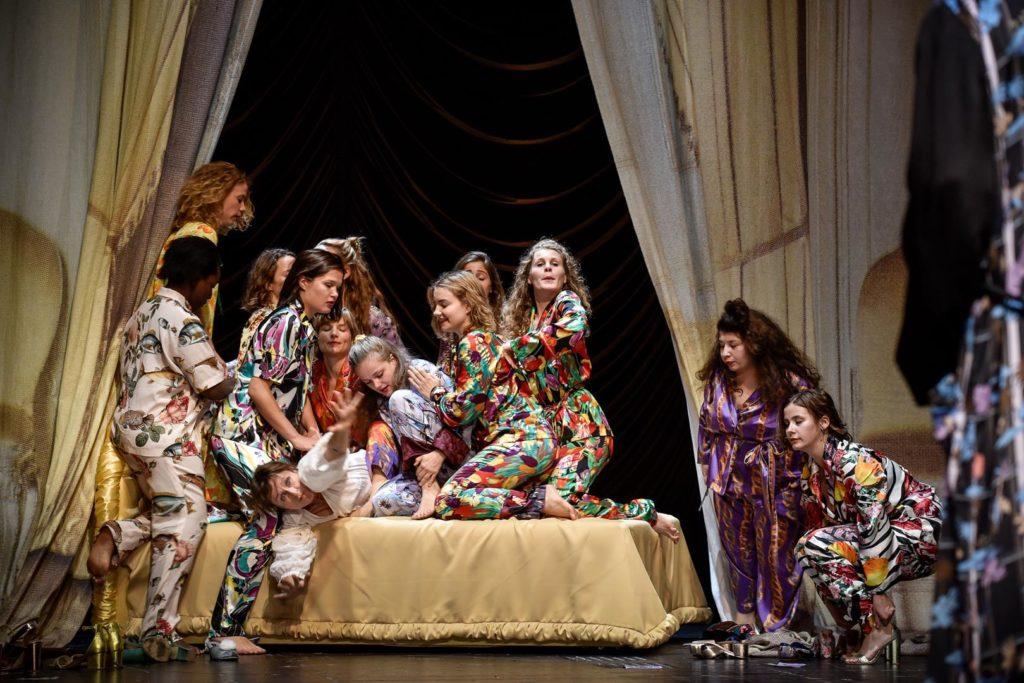 Cry Baby, Theater, Deutsches Theater, Rene Pollesch, Sophie Rois, Chor
