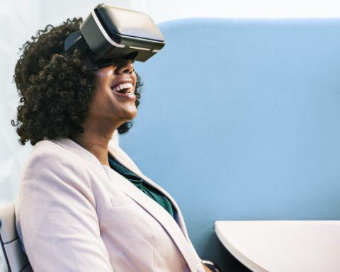 virtual reality, social media, performance