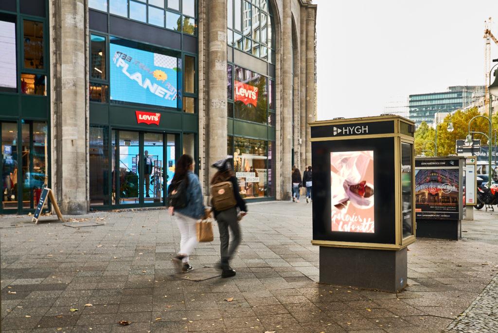 Vitrine Werbung in der Galerie Layette